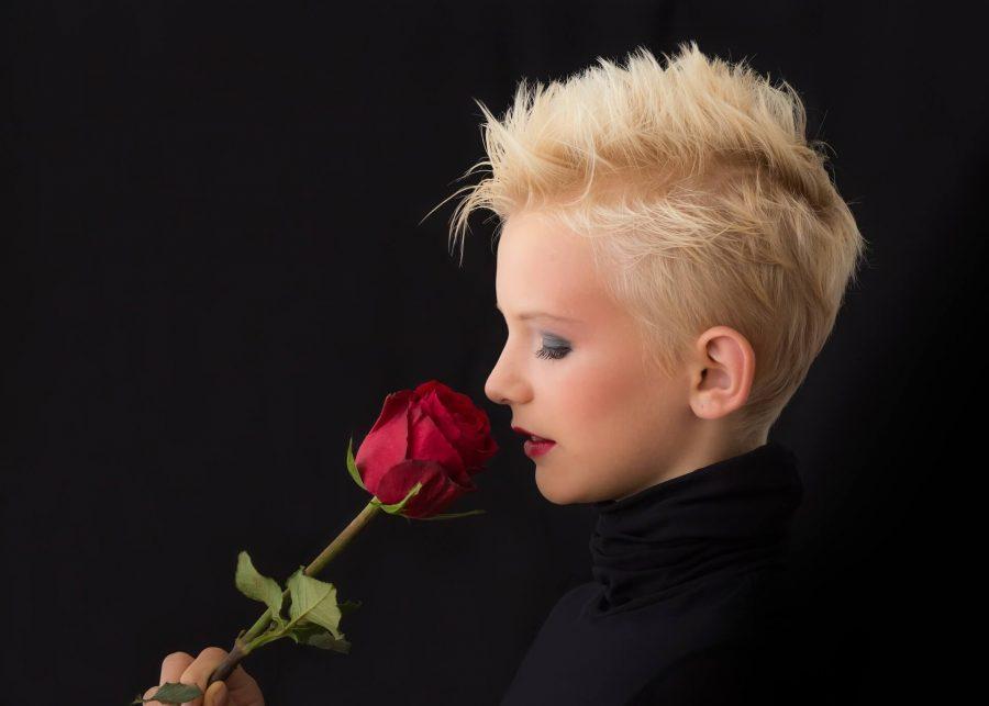 profile-449912_1920